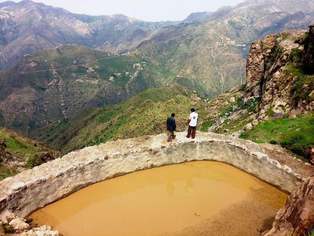 Dans les montagnes de Raymah (Yémen). ACTED soutient les producteurs de café pour augmenter leur production et renforcer la chaîne de valeur du café de Raymah - Ici : un réservoir d'eau pour faciliter l'accès à de l'eau pour l'irrigation des cultures