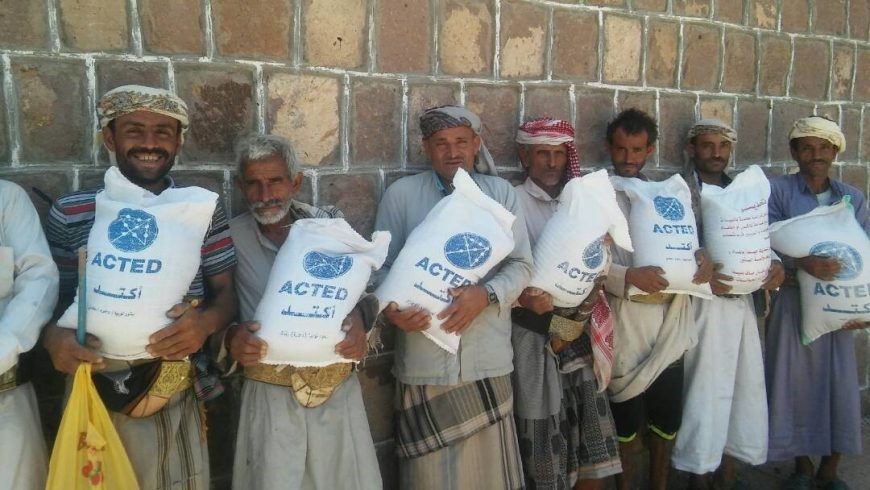 Distribution of seeds to beneficiaries in Bilad Al Ta'am