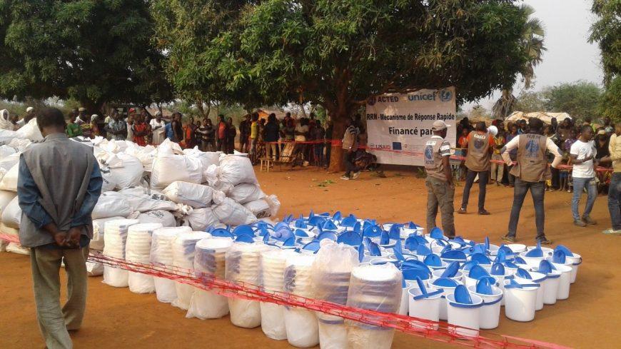 Distribution de kits de biens ménagers essentiels à 590 ménages