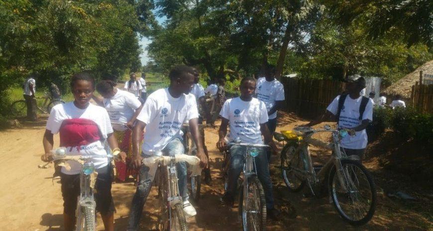 Les points focaux en charge de sensibiliser les communautés les accompagnent