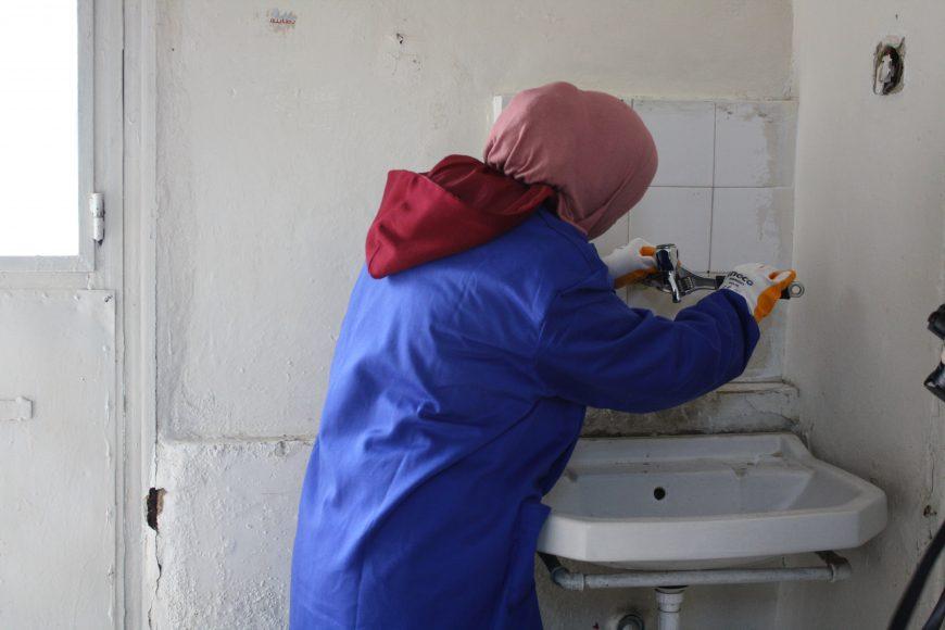 13 DBI_training participant fixes a tap